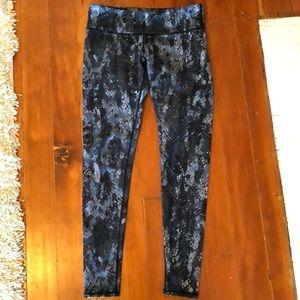 Alo yoga snakeskin pattern leggings